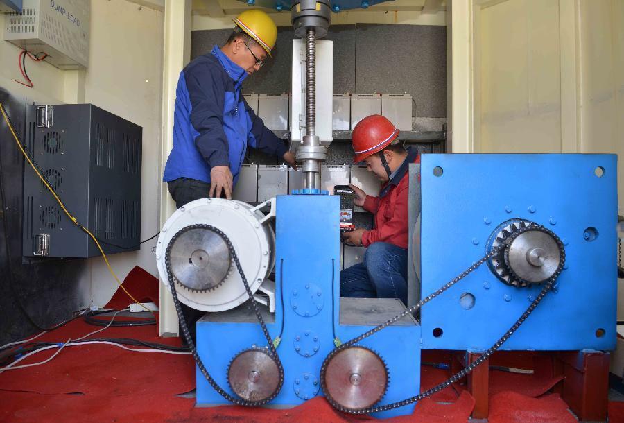 内蒙古磁悬浮垂直轴风力发电机组成功发电