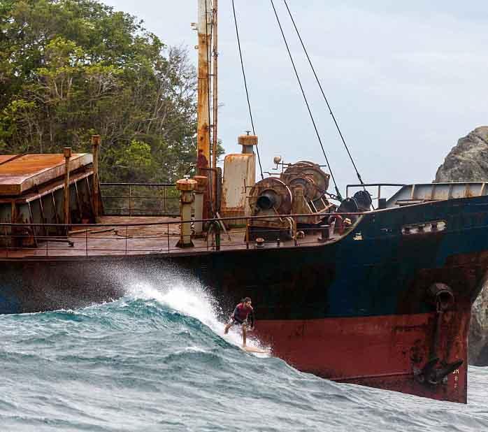 水滴 铁路/美国摄影师拍摄冲浪者险过搁浅废船(组图)