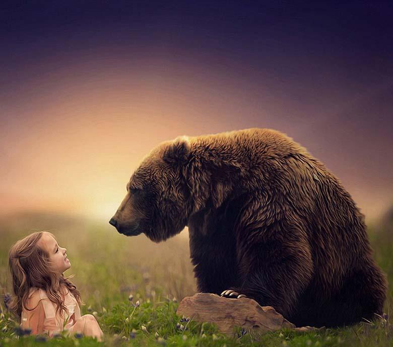 儿童与动物温情互动时刻