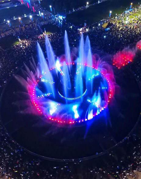 济南泉城广场音乐喷泉夜景迷人
