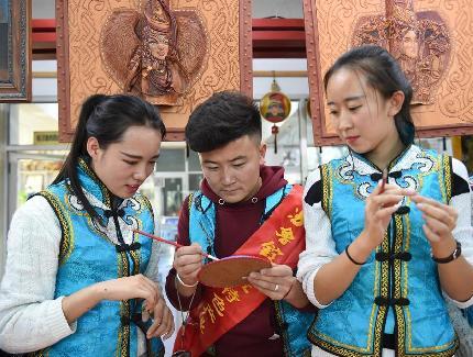 学习皮画艺术 传承草原文化