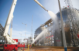 鄂爾多斯市消防支隊在烏審旗圖克工業園區開展實戰化推演