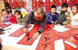 """鄂爾多斯市圖書館舉行""""書香迎春 文化惠民""""送春聯活動"""
