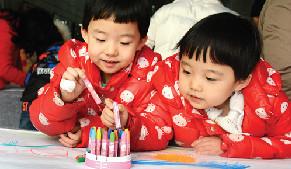 兒童隨手畫活動在鄂爾多斯市群眾藝術館舉行