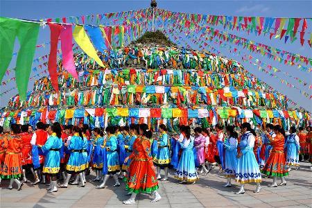 內蒙古民眾祭敖包