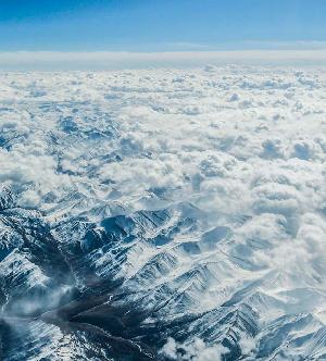 俯瞰雪後巴顏喀拉山
