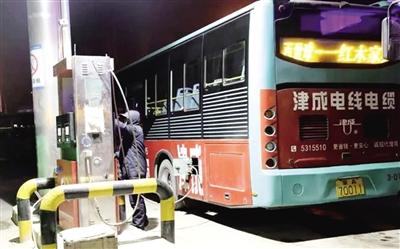 """呼和浩特應對""""氣荒""""確保公交車正常運行"""
