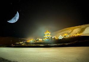 """月牙泉昼夜雪景尽呈大漠""""冬趣"""""""