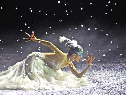 杨丽萍主演舞剧《孔雀之冬》