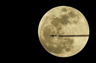 """天幕上演月全食美景 華夏共度""""紅月亮之夜"""""""