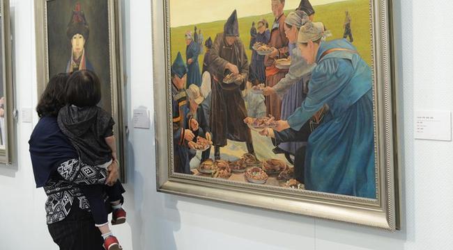 内蒙古美术馆举行鄂莫两旗文化艺术展
