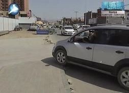 呼和浩特:铺路未完工居民行路难