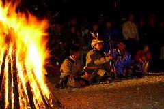 内蒙古鄂伦春:少数民族欢度篝火节