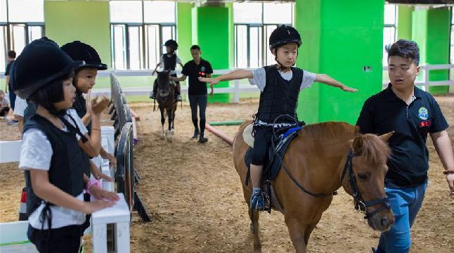 马背童年欢乐多