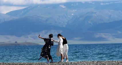 新疆賽裏木湖風光