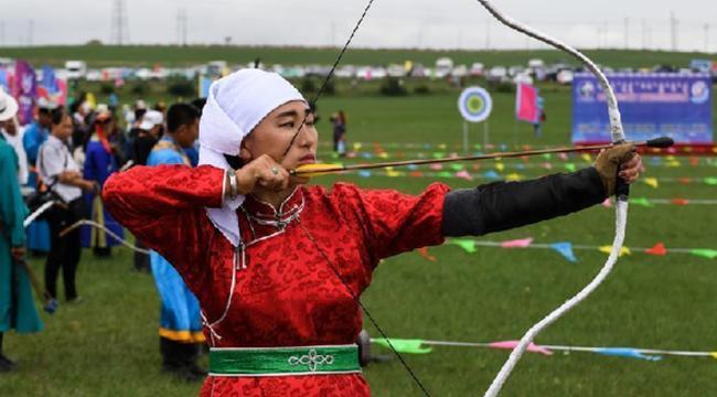 """蒙古族儿女展""""三艺"""""""
