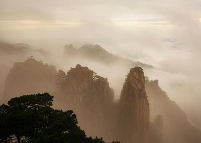 安徽黃山雨後千峰競秀