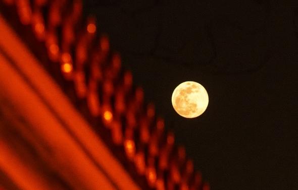 """一起來欣賞""""超級月亮""""的精彩瞬間吧!"""