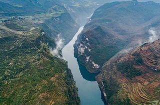 鴨池河峽谷風光美