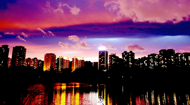 晚霞如畫映青城