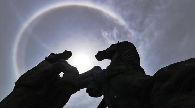 鄂爾多斯出現日暈景觀