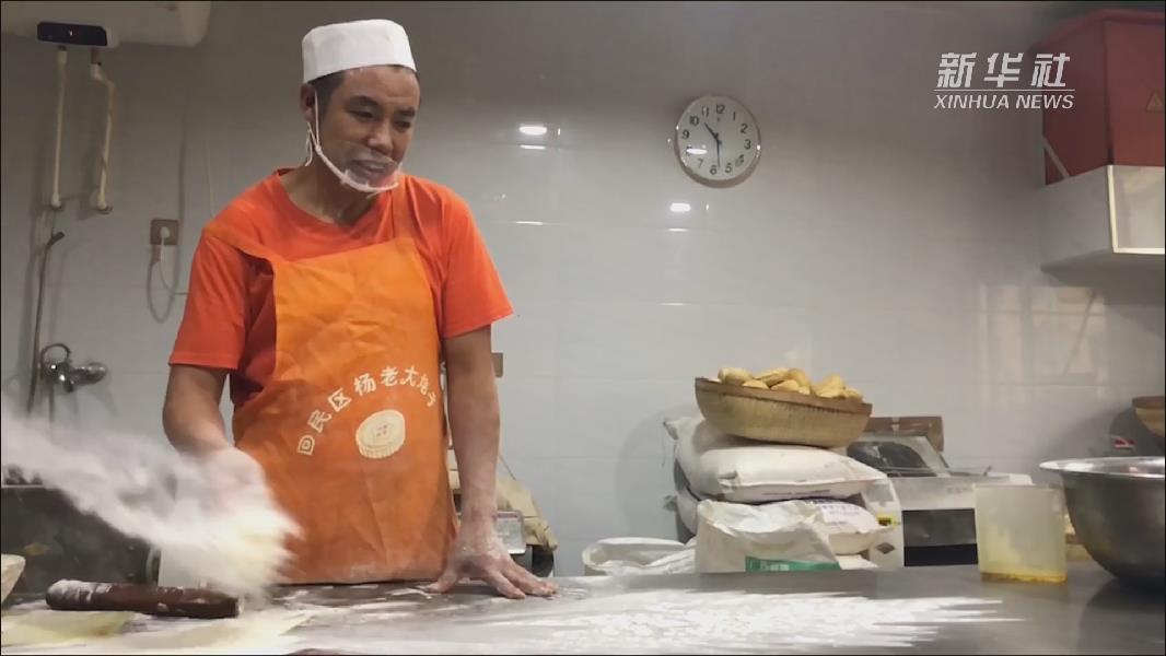 真香!來看內蒙古傳統月餅是如何出爐的