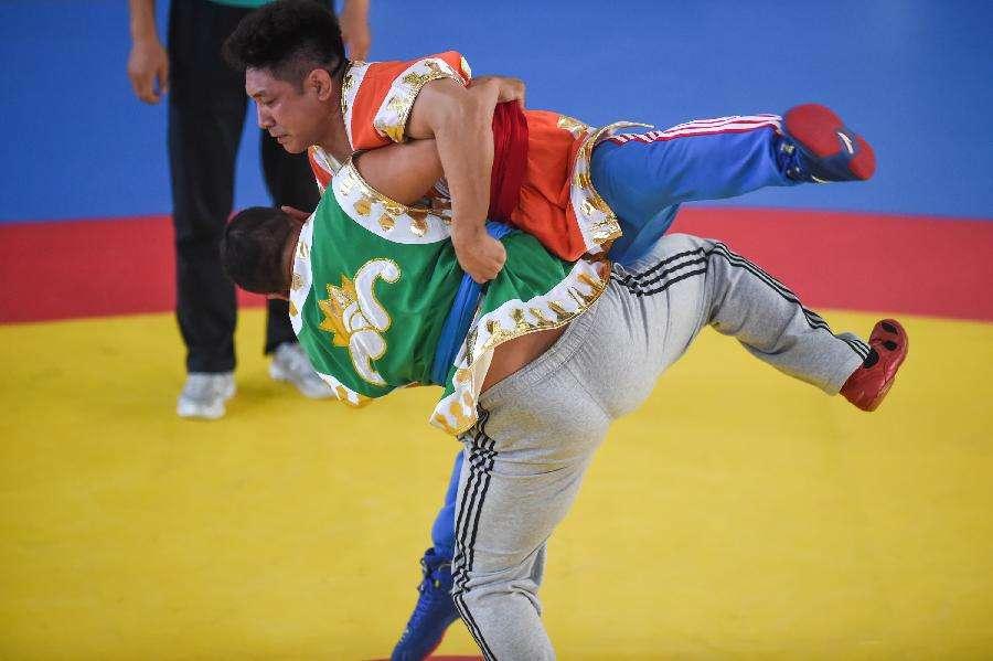 內蒙古民族式摔跤項目1天奪得7個一等獎