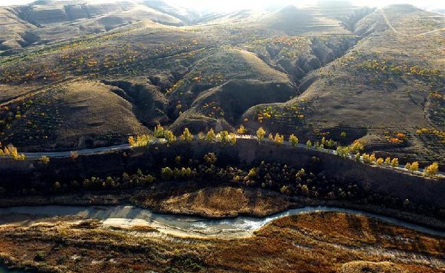 渾河岸邊秋色美