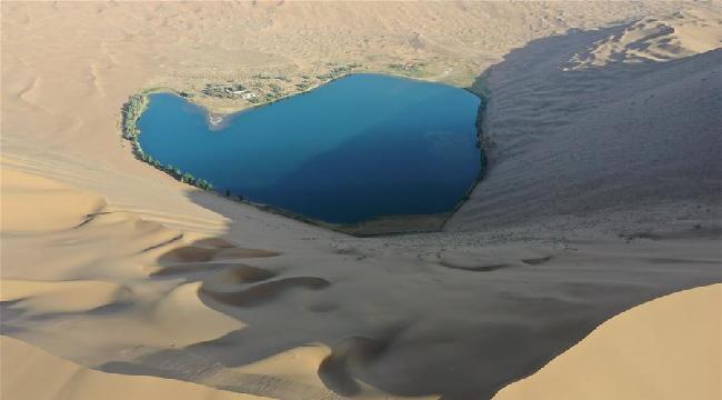 大漠深處 群湖競艷