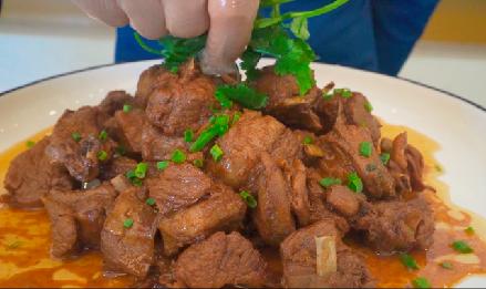 蒼天般的阿拉善 香氣氤氳黃燜羊肉