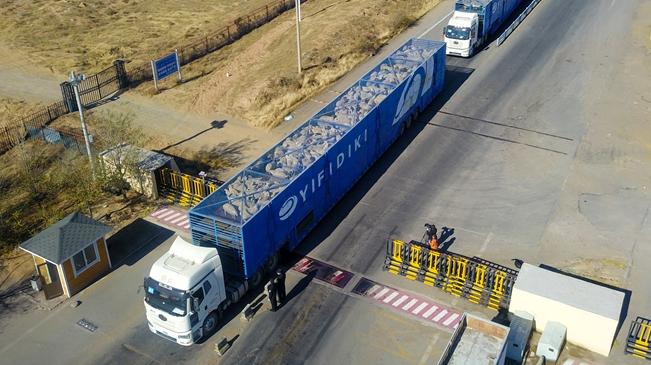 """中國開始接收蒙古國3萬只""""捐贈羊"""""""