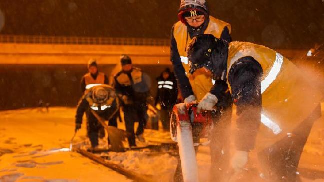 內蒙古赤峰:雪中保暢通