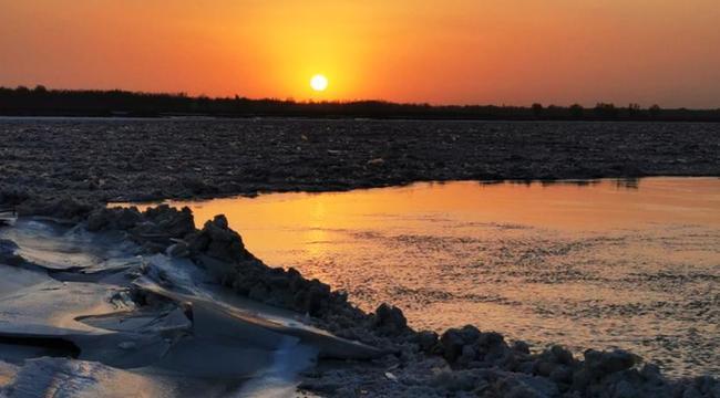黃河封凍冰濤涌