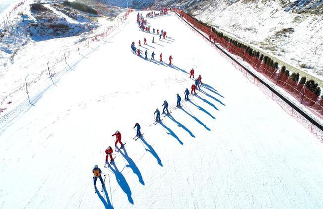 內蒙古烏蘭察布:激情冰雪 快樂運動