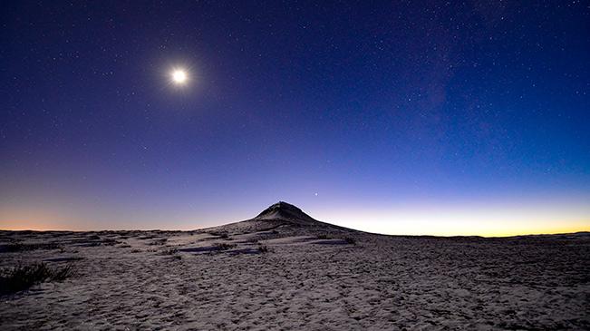 內蒙古烏蘭察布:火山夜色