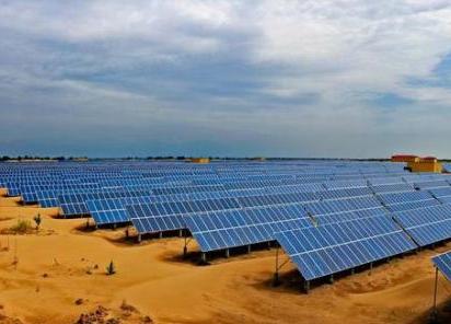 國內最大沙漠集中式光伏發電基地在達拉特並網