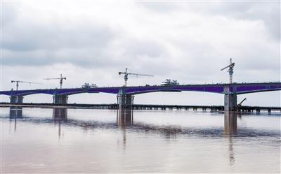 昭君黃河特大橋主橋雙幅順利合龍